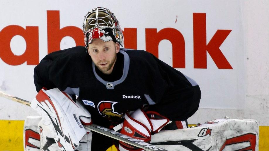 55603718-Senators Hockey