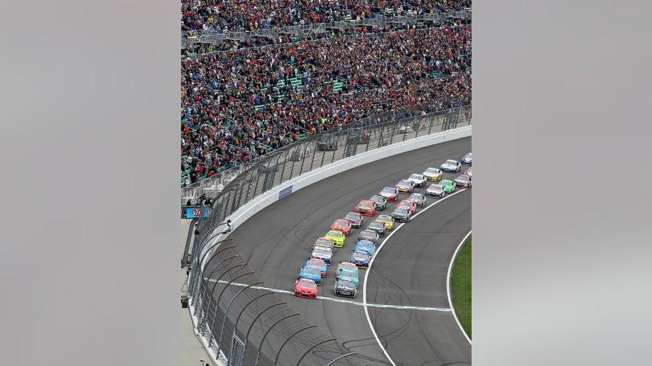 d5379ede-NASCAR Kansas Auto Racing