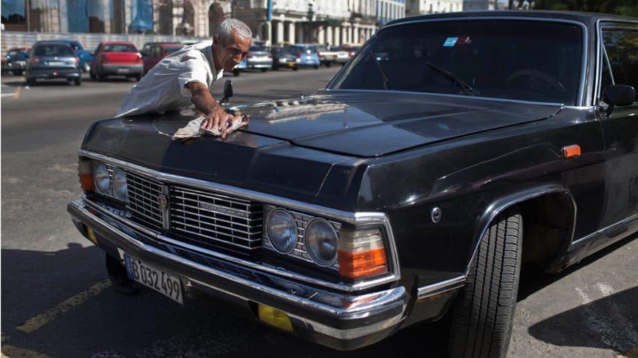 f0ee0ad3-Cuba Fidels Limos