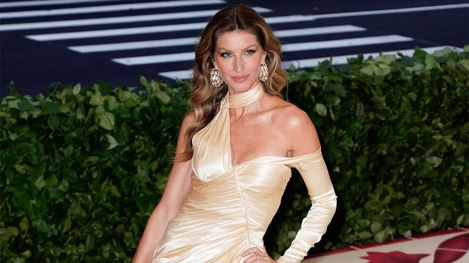 NEW YORK, NY - MAY 07: Gisele Bundchen attends the Heavenly Bodies: Fashion & The Catholic Imagination Costume Institute Gala at Metropolitan Museum of Art on May 7, 2018 in New York City. (Photo by Jackson Lee/Getty Images)