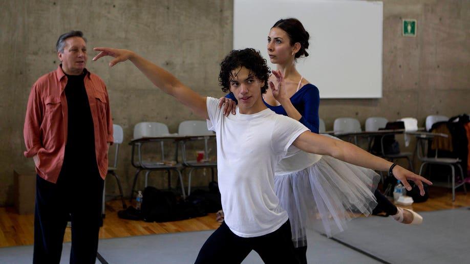 8e3cd524-Mexico Changing Ballet
