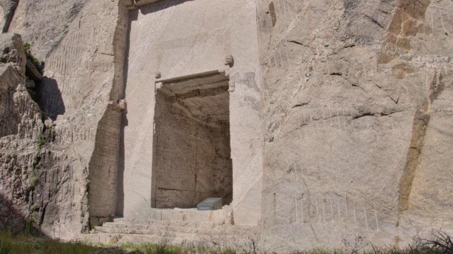 Mount Rushmore Chamber Crop