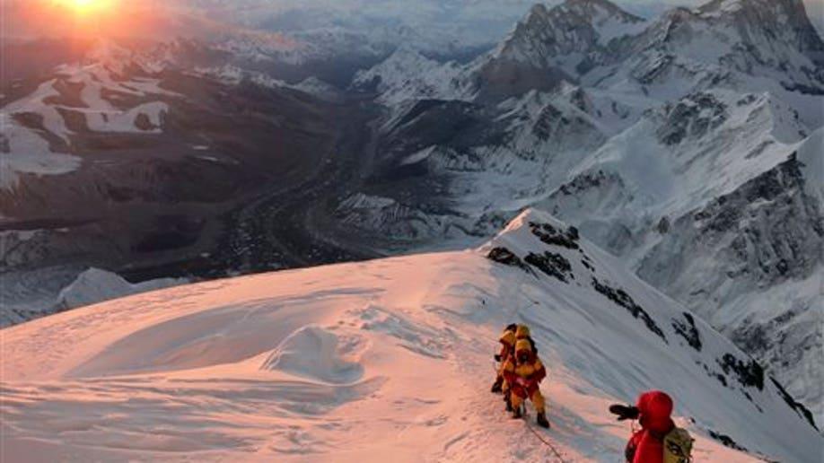 bfe80cbc-Nepal Everest Avalanche