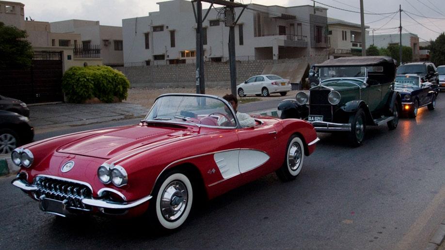 0545d7fc-Pakistan Vintage Cars