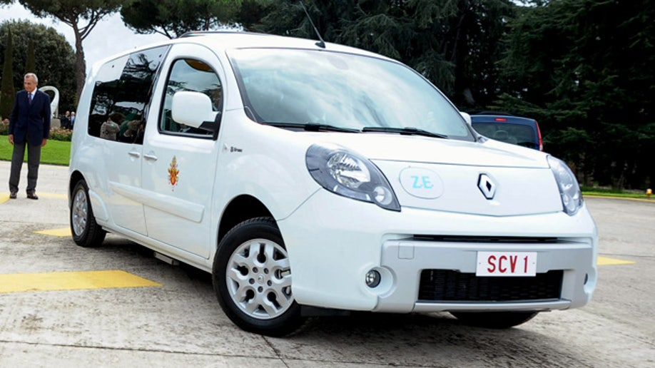 e5ef8d5e-Vatican Pope New Car