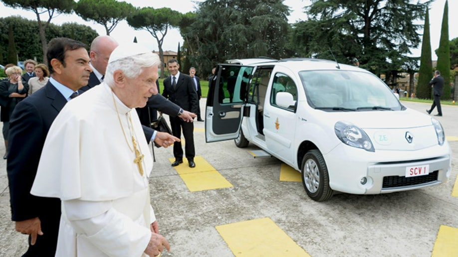 b4441e97-Vatican Pope New Car