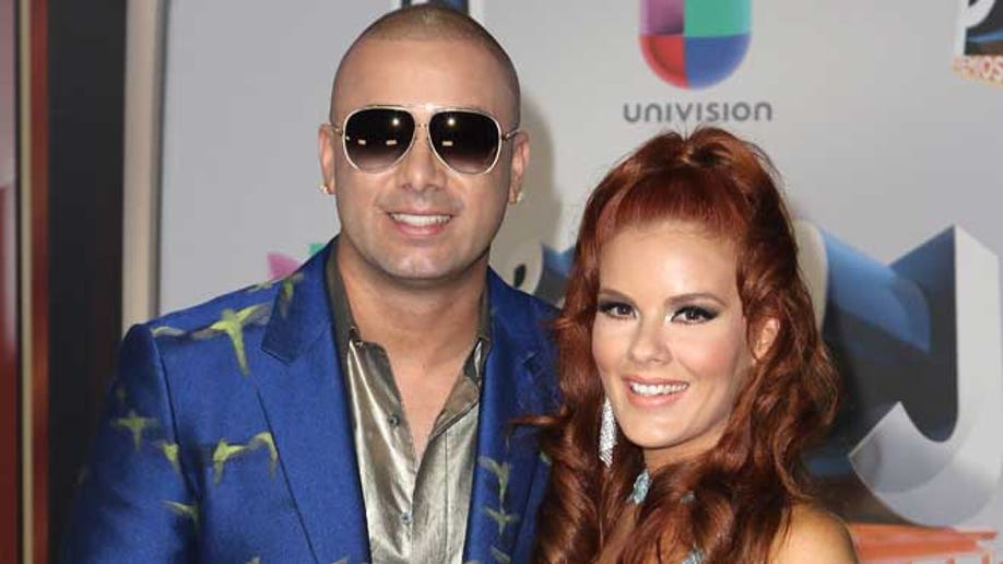 654474375AA00053_Univision_
