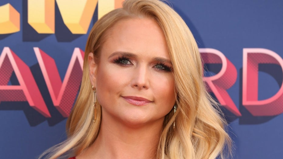 Miranda Lambert breaks down in tears at first live concert in over a year: 'Love y'all'