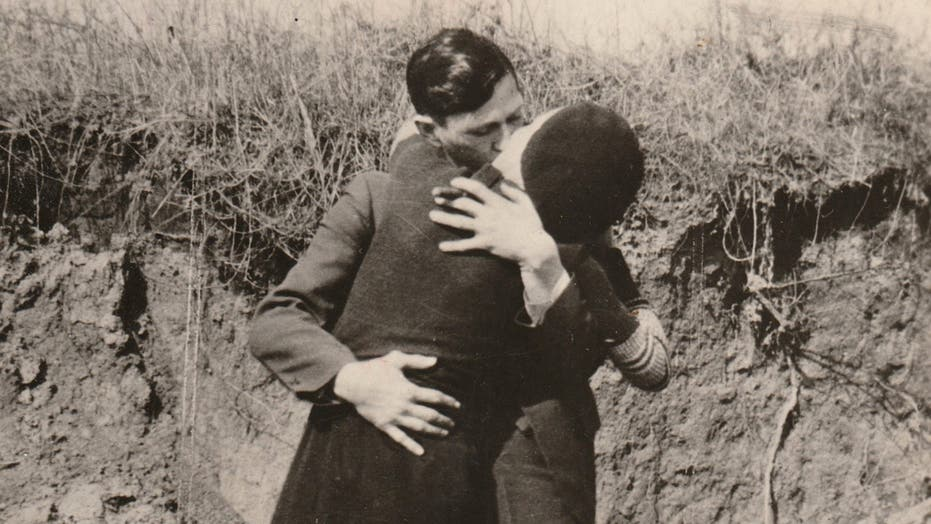 Photos surface of Bonnie and Clyde