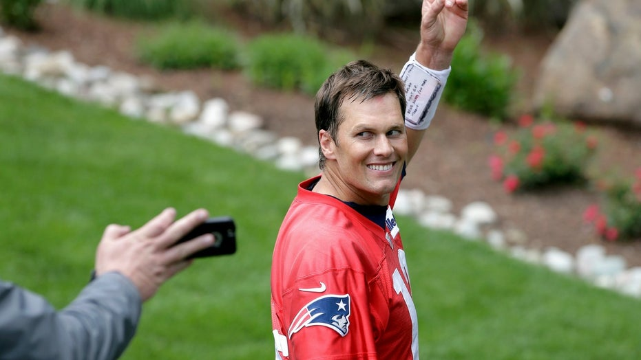 Tom Brady 'approaching the greatest football player of all time,' ex-Giants star says