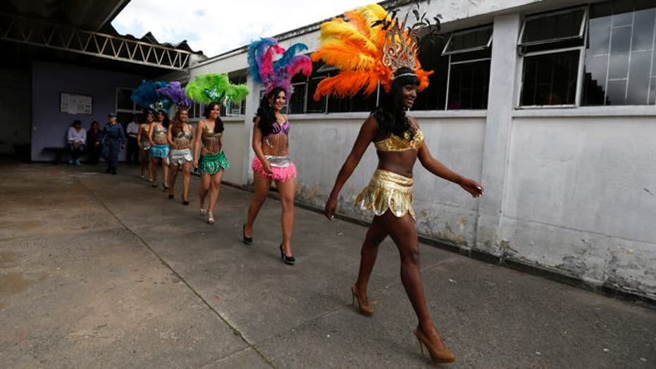 Colombianas Behind Bars Strut Their Stuff In Prison Beauty Pageant