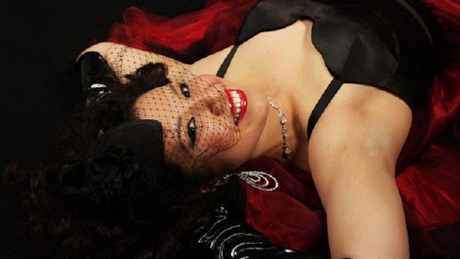 Meet the Latinas of Burlesque