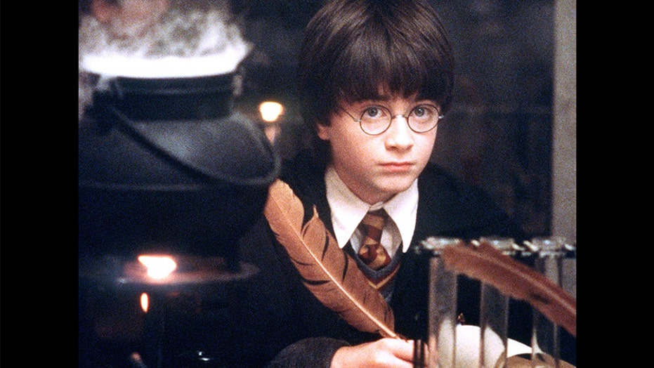 Daniel Radcliffe reads the first chapter of 'Harry Potter and the ...