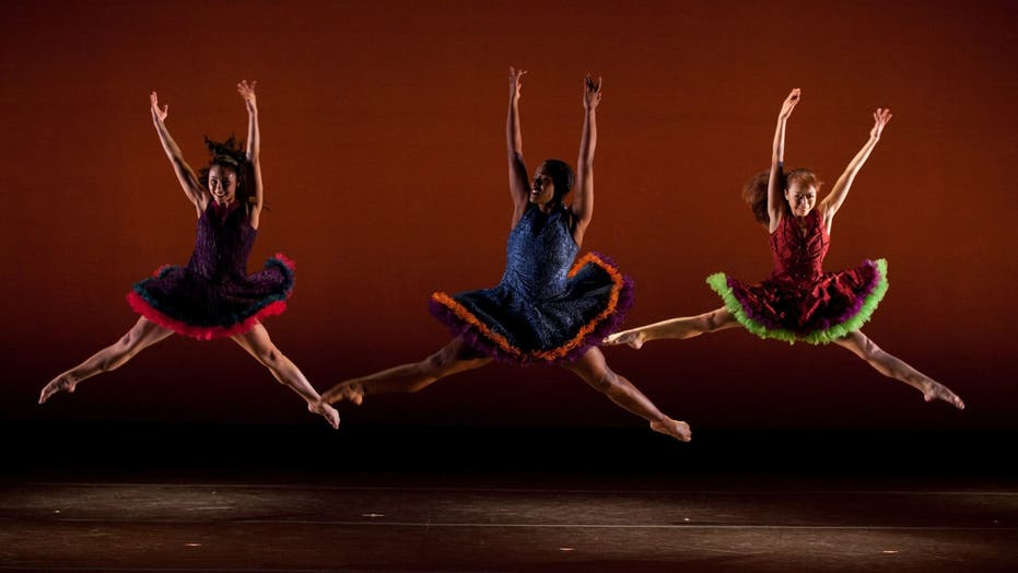 Latinos Enchant the Ballet World
