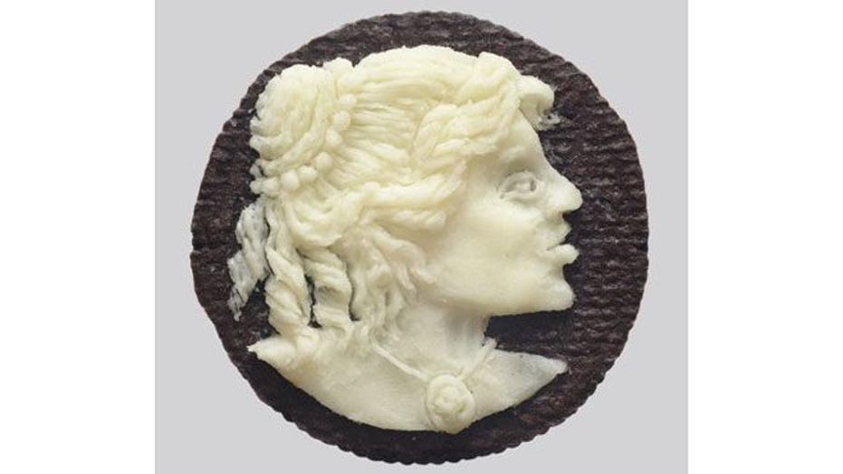 Artist creates beautiful works of art from Oreo frosting and Chex