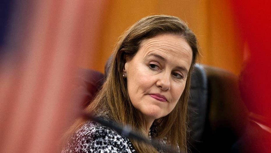 拜登在国防部长中的妈妈被选为进步主义者反对最高竞争者弗洛尔诺伊
