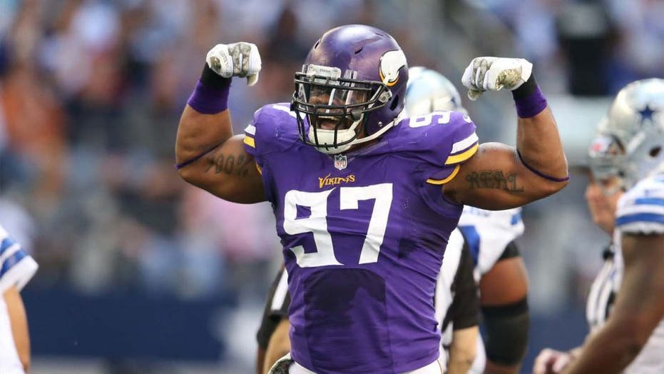 Buck stops here: Vikings DE out with concussion after swerving car to miss deer