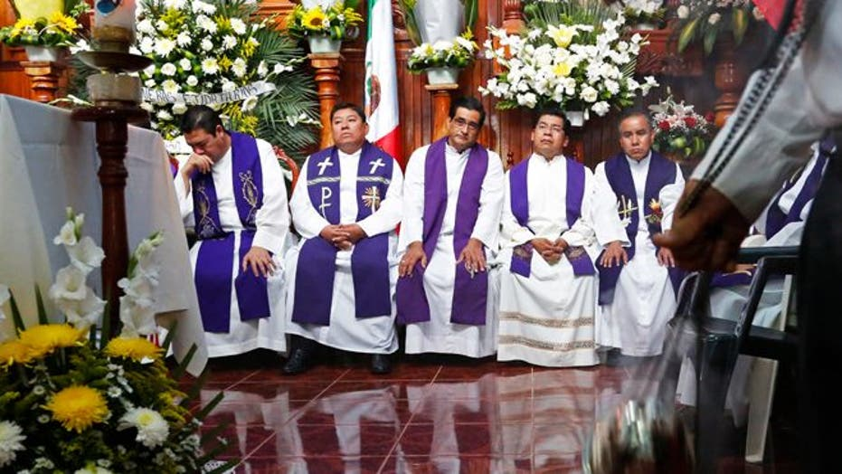 Murdered Mexican priests mourned in separate services