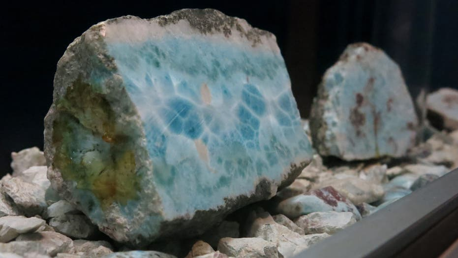 Dominican larimar miners have a dangerous job