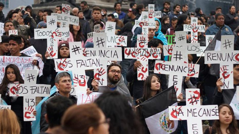 In Mexico City, a day of protest, a night of unrest over 43 missing students