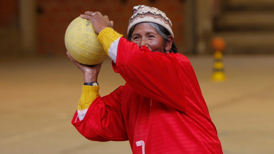 Bolivian grandmothers take to the handball court to stay healthy