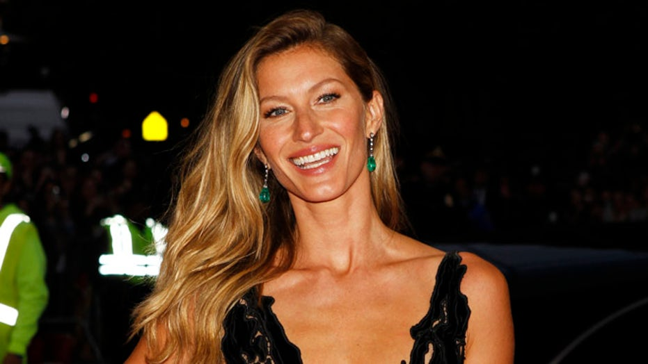 Gisele Bundchen radiates in bikini ahead of Monday's lunar eclipse