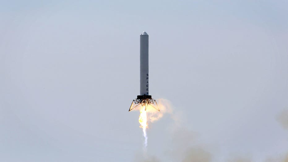 SpaceX's amazing 'grasshopper' rocket lands on legs