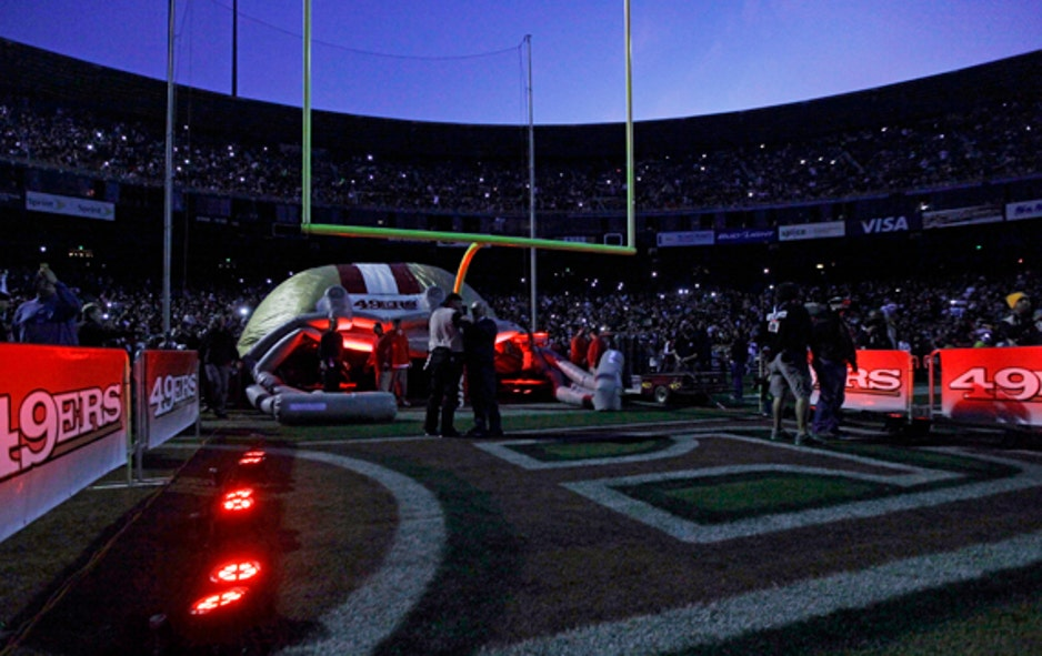 pretty nice 1999e 834f4 Monday Night Football Fans Left in the Dark as Blackouts Hit ...