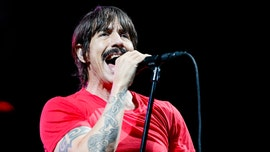 Red Hot Chili Peppers' Anthony Kiedis escorted out of Lakers game for profane fit