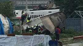Taiwan train derails, killing 18 and injuring 160