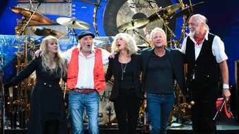 Fleetwood Mac disputes lawsuit filed by Lindsey Buckingham for kicking him off tour