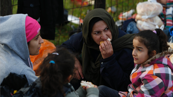 Migrants aiming for Croatia blocked from border in Bosnia