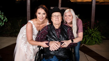 Texas woman who gave away pre-paid wedding venue attends winner's ceremony as guest of honor: 'I'm so grateful she won'
