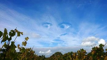 'Eye-cloud?' Stunning photos show incredible 'face-shaped' cloud formation