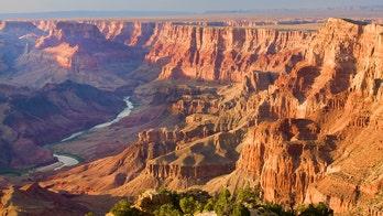 New Zealand couple loses $1,160 after booking Grand Canyon airplane tour that doesn't exist