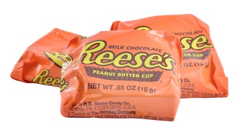 Reese鈥檚 is America鈥檚 favorite Halloween candy, survey says
