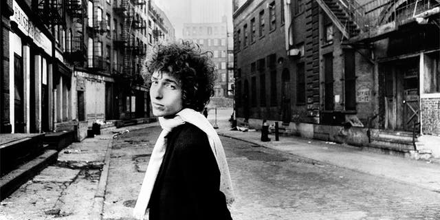 Bob Dylan won the 2016 Nobel prize in literature.