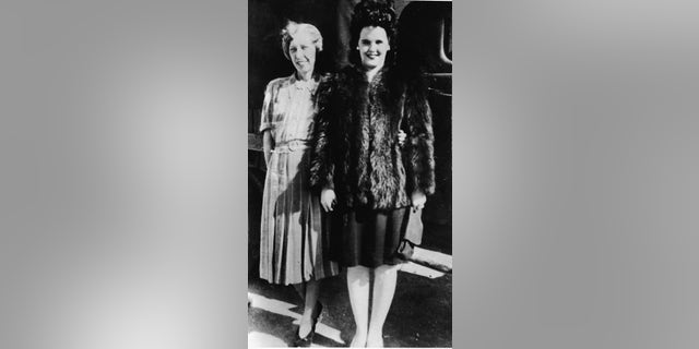 American aspiring actress and murder victim Elizabeth Short (1924 - 1947) (right) with her mother Phoebe Mae Short.