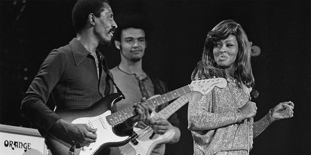 Ike Turner (1931 - 2007, left) and Tina Turner performing on stage, London, 27th November 1973. (Photo by Michael Putland/Getty Images)