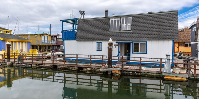 A houseboat in Alameda, Calif. with ties to Tom Hanks hit the market.