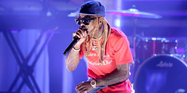 Lil Wayne's private plane searched by federal agents in Miami