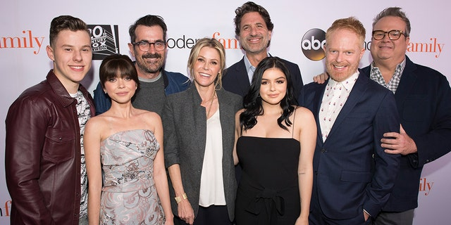 """""""Modern Family"""" cast members shock fans once again with a cast member pregnacy."""