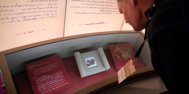 Five Dead Sea Scrolls in Washington Bible Museum fake, admit staff