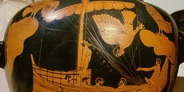 Stamnos (vase) depicting Odysseus tied to the mast listening to the songs of the Sirens, Greece. Ancient Greek. c 480 BC. Athens.