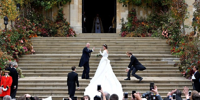 Princess Eugenie and her father Prince Andrew, Duke of York, arrive at St George's Chapel for her wedding to Jack Brooksbank in Windsor, Britain October 12, 2018. REUTERS/Toby Melville - RC157B358970