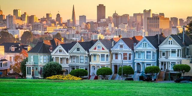 Although average yearly tech salaries in Bay Area are around a whopping $142,000, the median price of a home is more than four times the national average, around $900,000.
