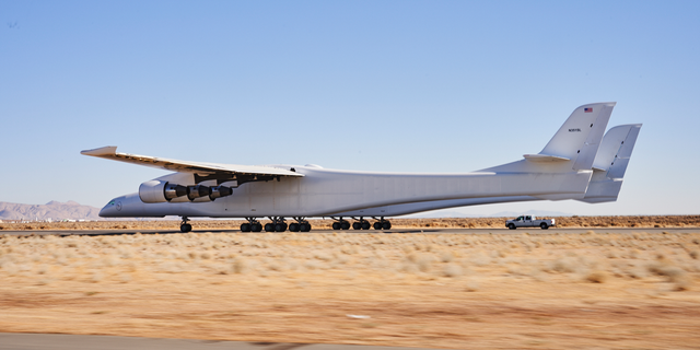 The world's largest airplane completed a taxi test just days after Paul Allen's death.
