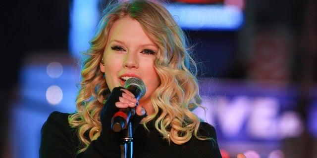 Taylor Swift won her first Grammy Award in 2009.