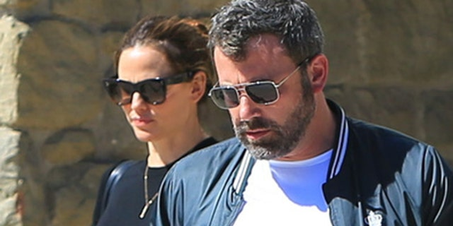 Sunday, September 30, 2018: Ben Affleck and Jennifer Garner meet after the release of the rehabilitation actor to attend church together with the family. Ben takes the hand of his son Samuel while he and his daughters Violet and Seraphina leave the United Methodist Church in Pacific Palisades.