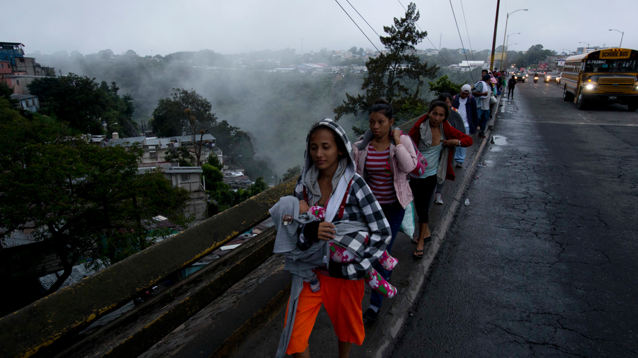 Honduran migrant caravan grows to 4000 as USA border crossings spike